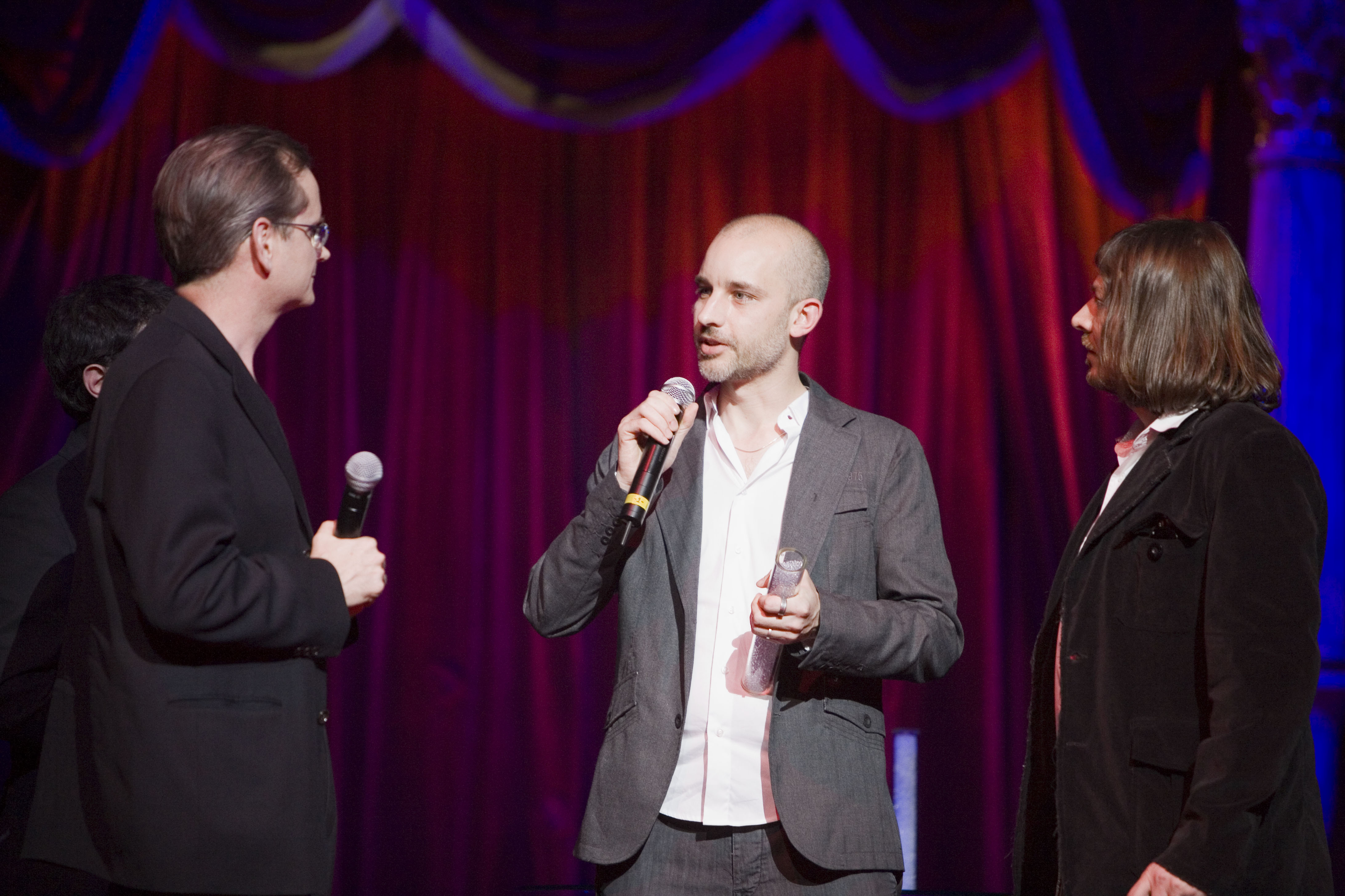 Taylor Deupree presenting Qwartz Award to Lawrence Lessig, with Alexandre Grauer (R)